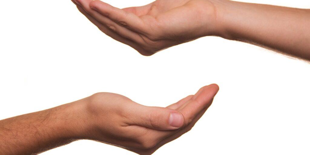 Kiedy darowizna w najbliższej rodzinie może być zwolniona od podatku od spadków i darowizn?